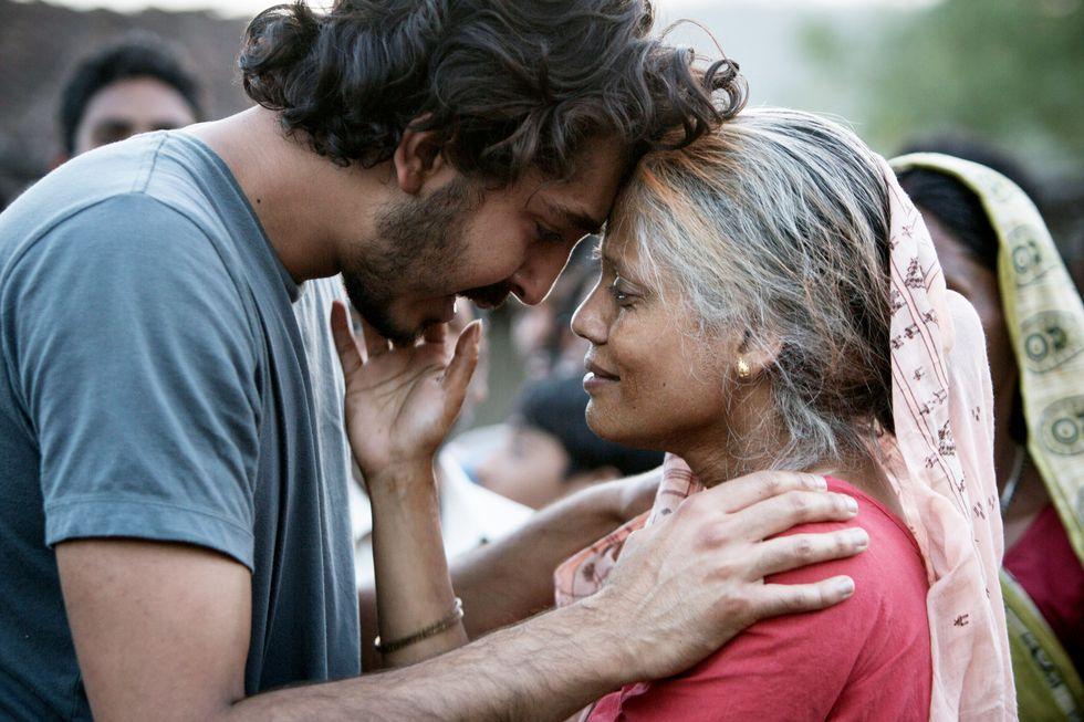 cậu con trai và người mẹ ấn độ trong phim điện ảnh Lion