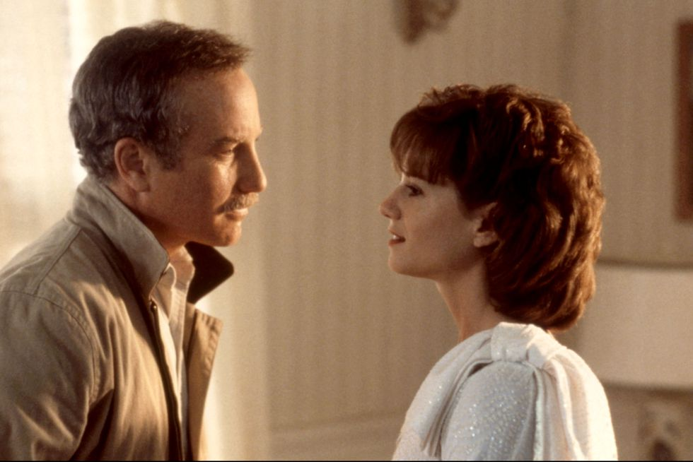 cặp đôi nhìn vào mắt nhau trong phim điện ảnh Always (1989)