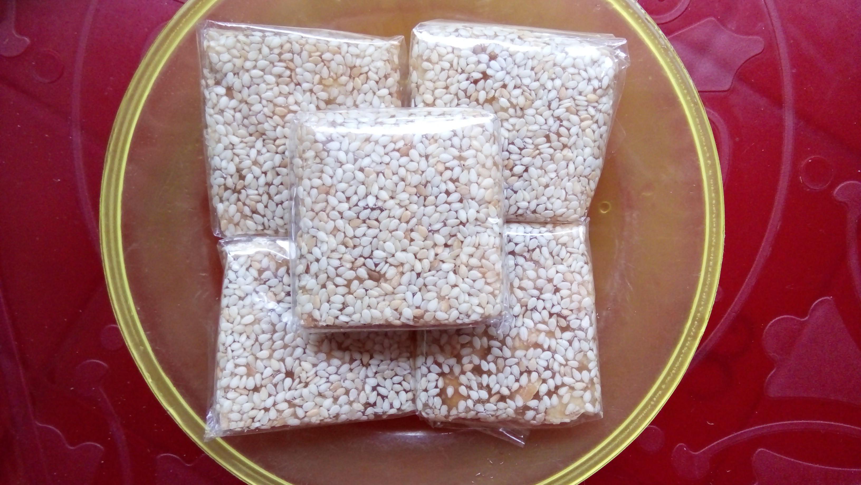Thử qua món mè xửng đặc sản của miền Trung trong mâm bánh kẹo ngày Tết