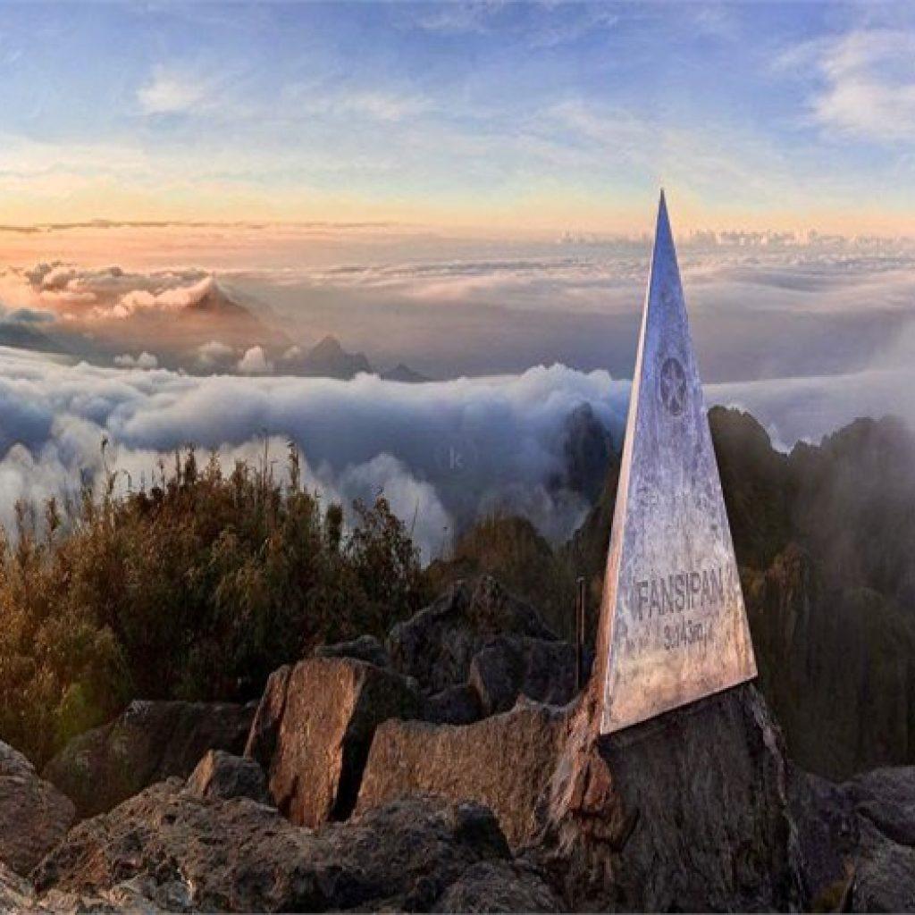 Khung cảnh hùng vĩ trên đường lên đỉnh Fansipan