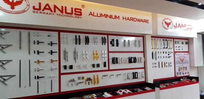 Á Châu sử dụng nhôm xingfa chính hãng và phụ kiện KinLong hoặc Janus đồng bộ