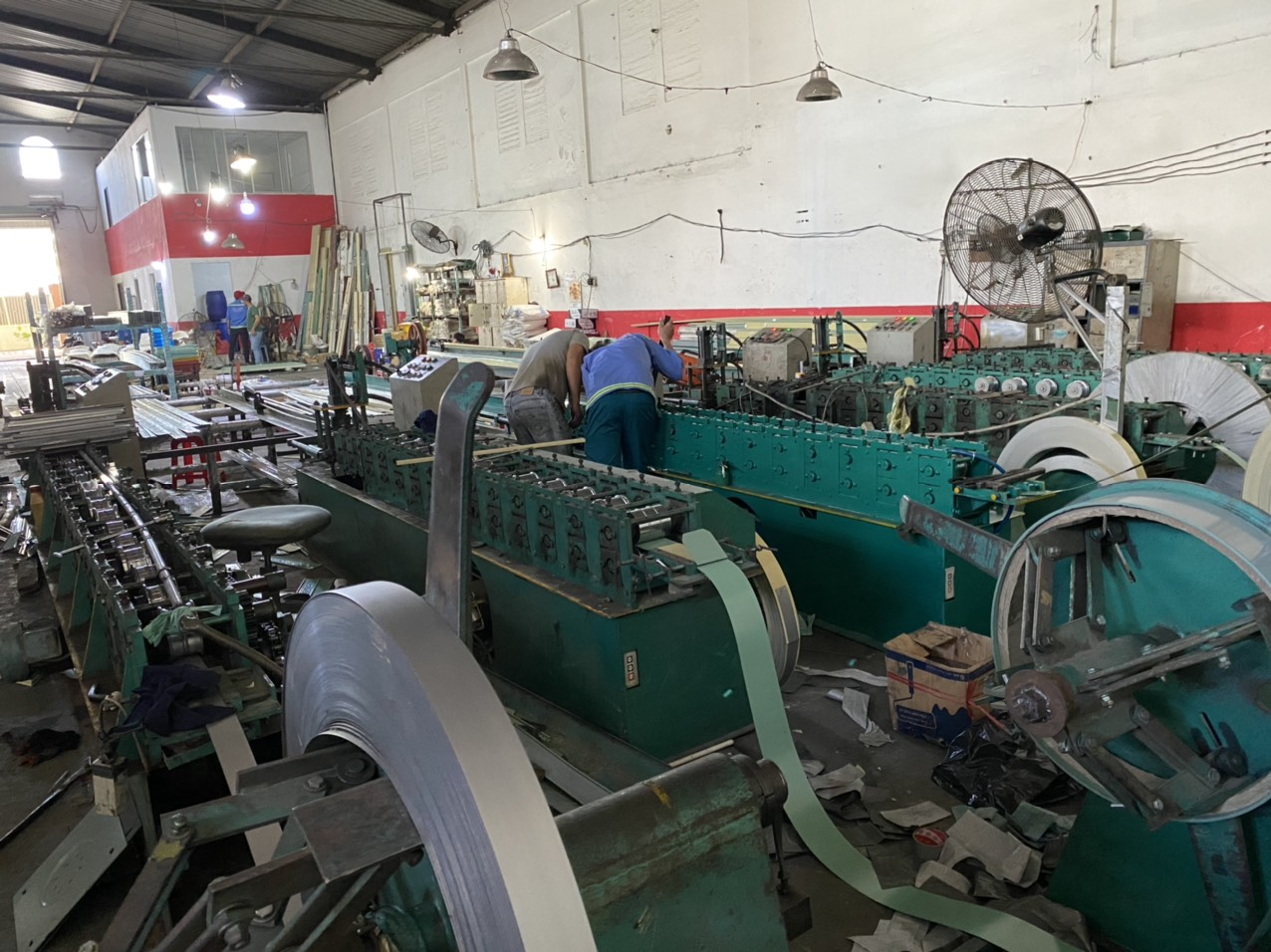 Máy sản xuất cửa cuốn – cửa kéo