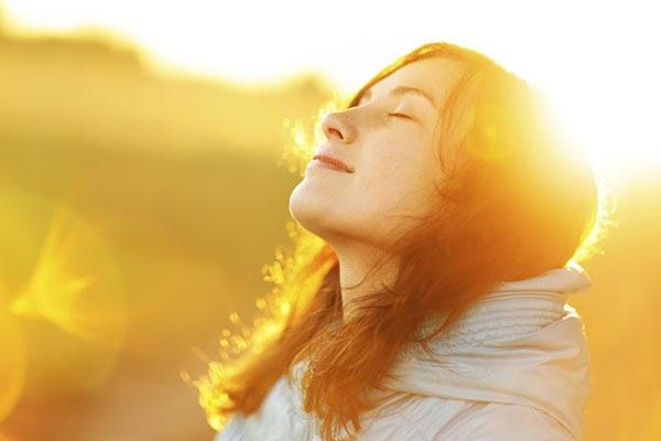 Chỉ nên tắm nắng trước 9h sáng - thời điểm ánh sáng dịu nhẹ ít tia UV