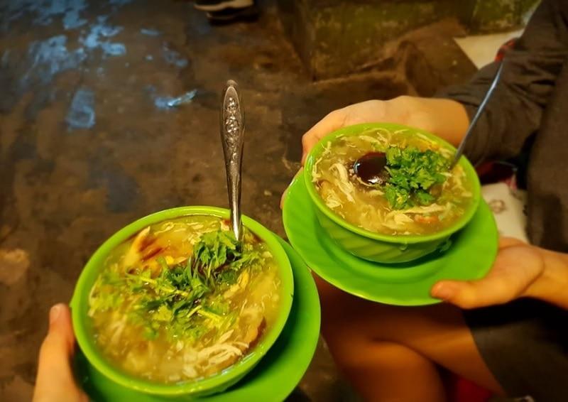 Ẳn gì ở quận 1 Sài Gòn? Các quán ăn ngon rẻ ở quận 1. Súp cua nhà thờ Đức Bà