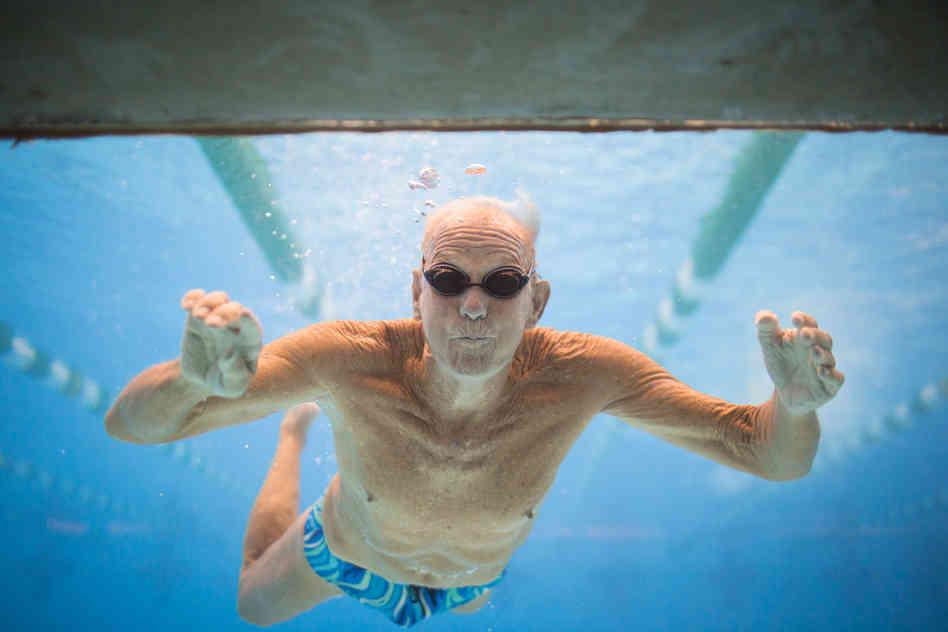 Lợi ích của bơi lội với sức khỏe của người cao tuổi