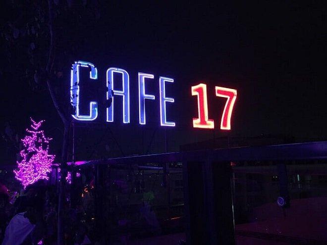 Cafe 17, tiệm cà phê sân thượng ngắm máy bay đẹp ở Sài Gòn