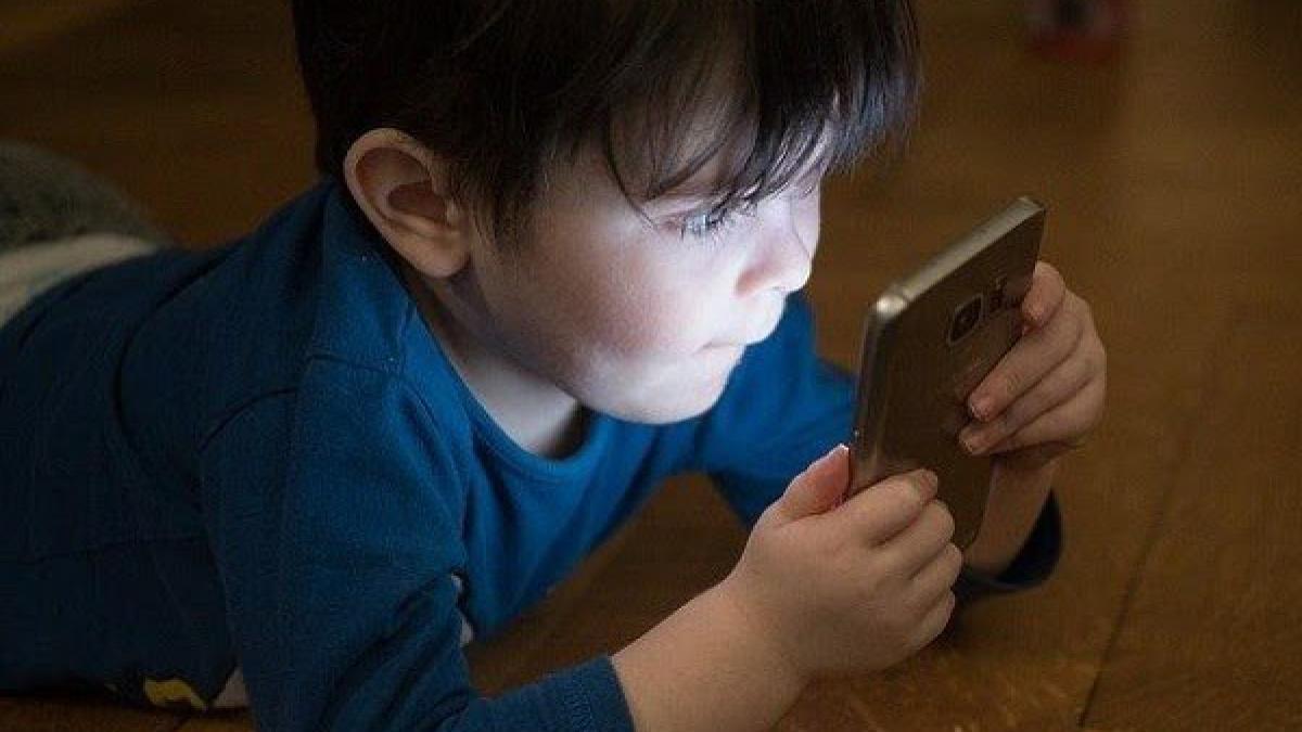 Trẻ bị cận thị, suy giảm thị lực nguyên nhân do đâu và dấu hiệu nhận biết