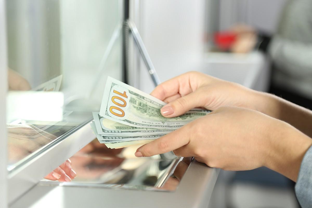 Giá USD áp sát mốc 24.000 đồng trên thị trường tự do | Tiền tệ