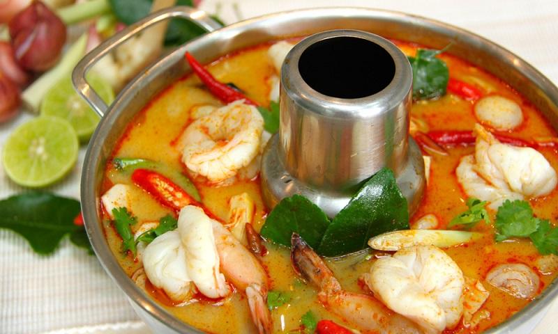 Tom yum (canh chua) đặc trưng ẩm thực miềnTrung của Thái Lan