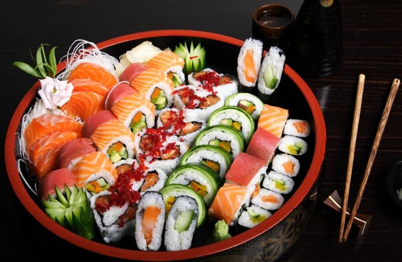 Món sushi đặc trưng ở một nhà hàng Tokyo